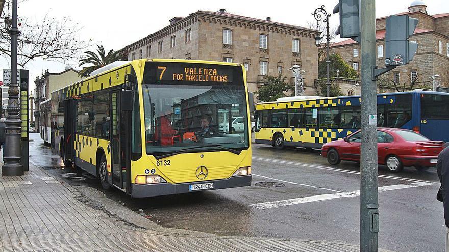 Jácome propone comprar 33 buses y que el Concello asuma la emisión de billetes