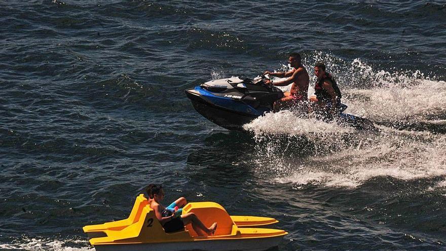 Ecologistas denuncian el tránsito de motos acuáticas en el paraje natural de Maro