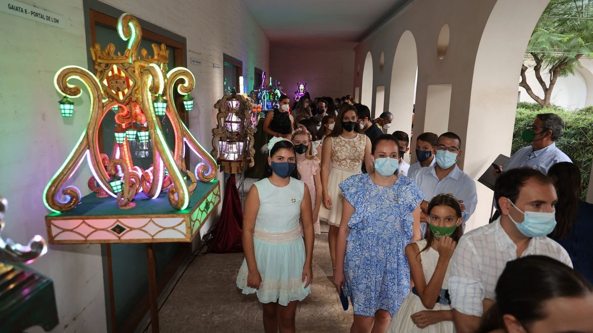 Buena parte de los colectivos festeros de Castelló se dieron cita en la inauguración de la muestra de 'gaiates de mà'.