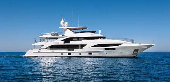 Chrimi III, yate de superlujo que ha atracado en el Puerto de Málaga este año.