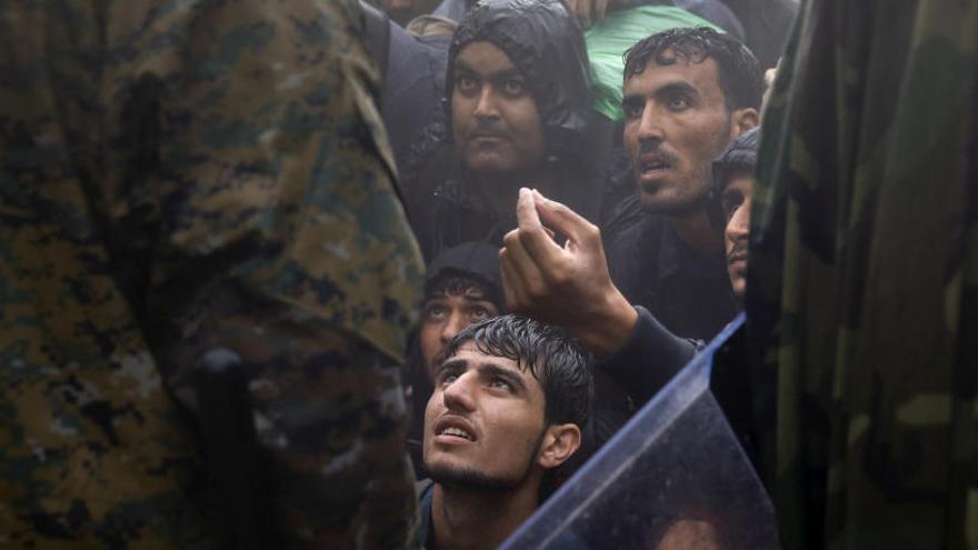 Bruselas expedienta a Hungría, Polonia y Chequia por no acoger refugiados