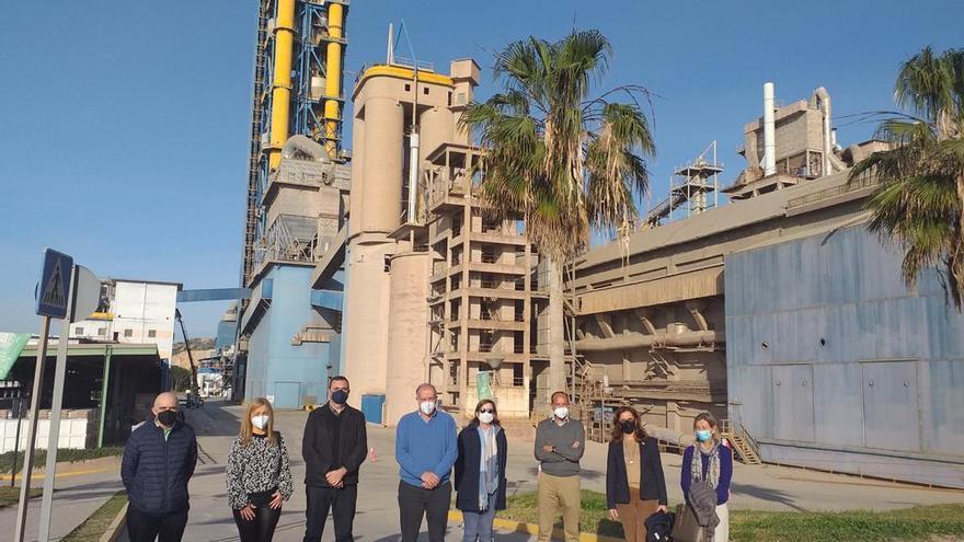 Los trabajadores de la fábrica de cemento de Málaga se vuelcan en ayudar a cinco asociaciones locales