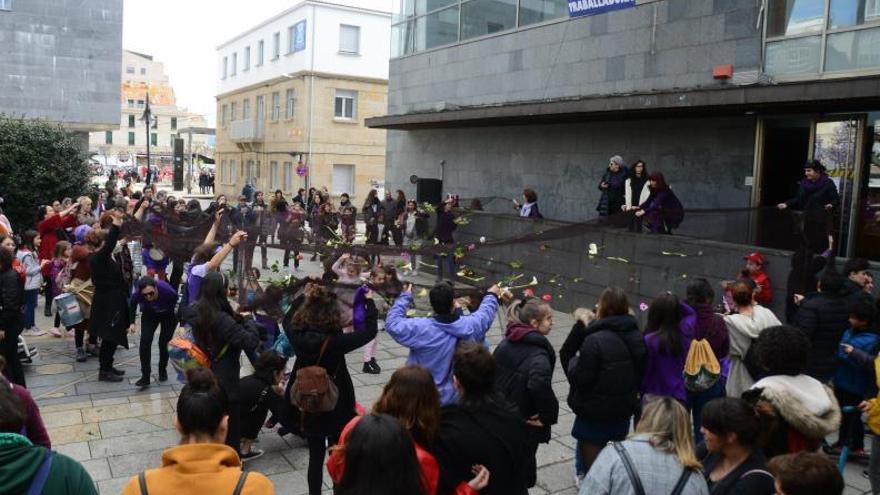 """Una """"cadena humana"""" por los derechos de las mujeres recorrerá el centro de Cangas el 8-M"""