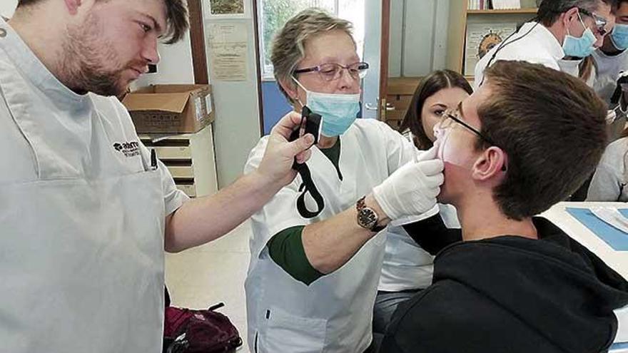 ADEMA inicia un projecte per a investigar la malaltia periodontal en alumnes de Batxillerat
