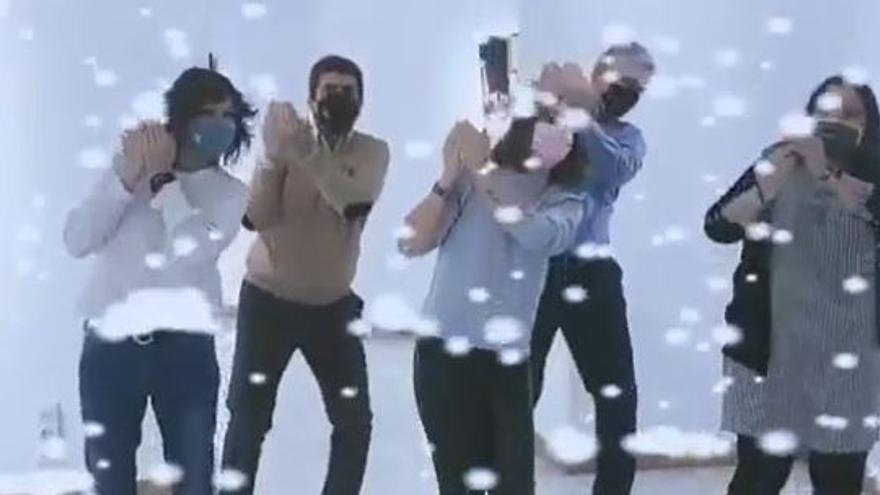 """Carlos Mazón felicita la Navidad bailando al más puro estilo """"tiktoker"""""""
