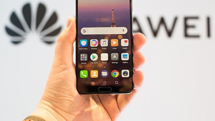 Facebook suspende la preinstalación de sus apps para Huawei