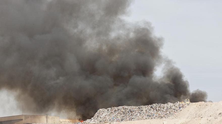 Se declara un incendio en el vertedero de Fontcalent