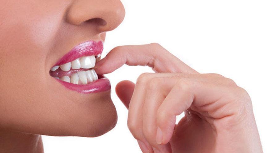 Cinco peligros poco conocidos de morderse las uñas