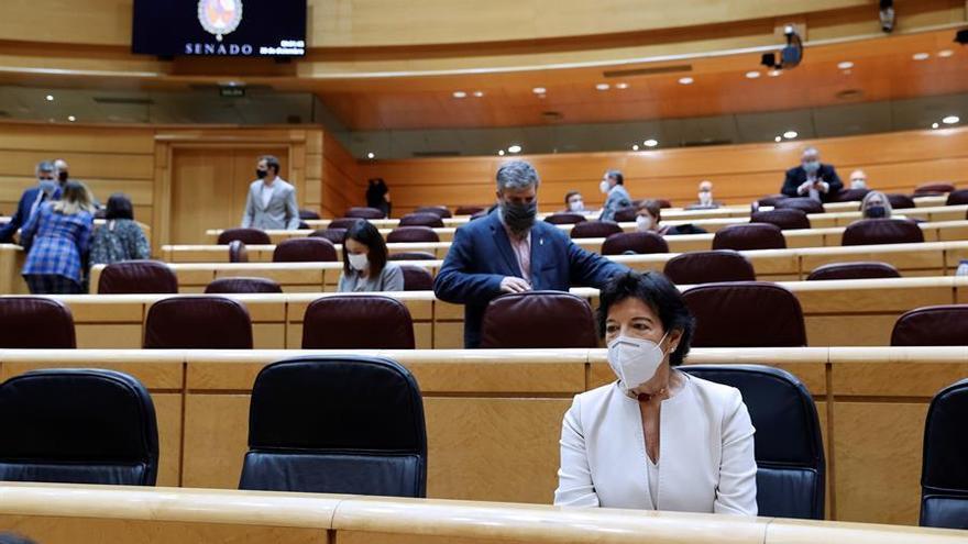 Celaá, emocionada por la aprobación de la Lomloe en el Senado