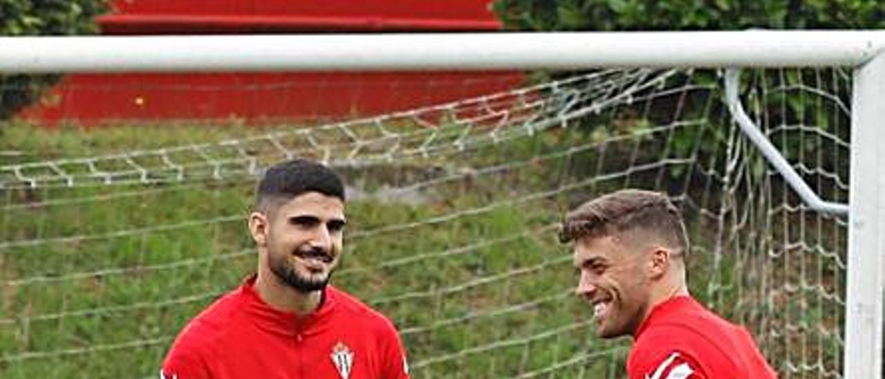 Berrocal, junto a Nacho Méndez, en el entrenamiento de ayer. | Á. G.