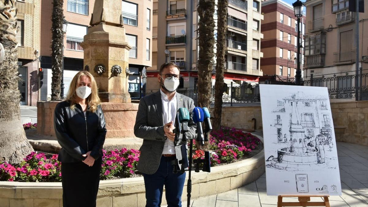 El alcalde de Lorca, Diego José Mateos, junto a la concejala de Cultura y Patrimonio, María Ángeles Mazuecos, durante la presentación