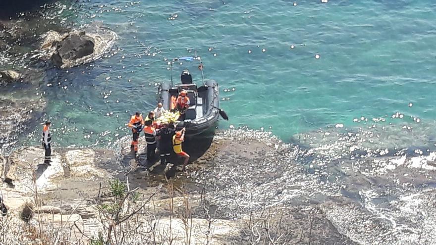 Rescatadas dos jóvenes tras caerse en los acantilados entre la playa del Portet y el Club Náutico de Moraira