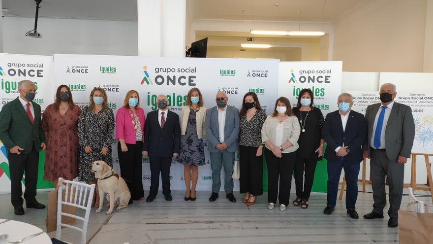 La semana del Grupo Social ONCE acaba con fútbol para ciegos y el saque de honor del medallista paralímpico Iván José Cano