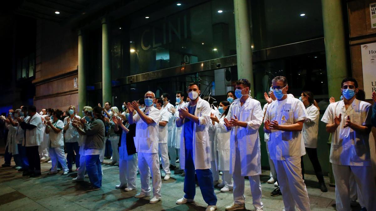 Trabajadores del Clínico de Barcelona agradecen las muestras diarias de apoyo a la ciudadanía.