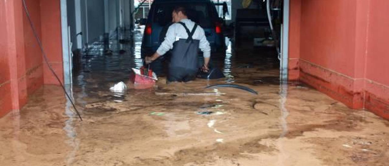 Vecinos de Onda recogen firmas para crear un colector y evitar inundaciones