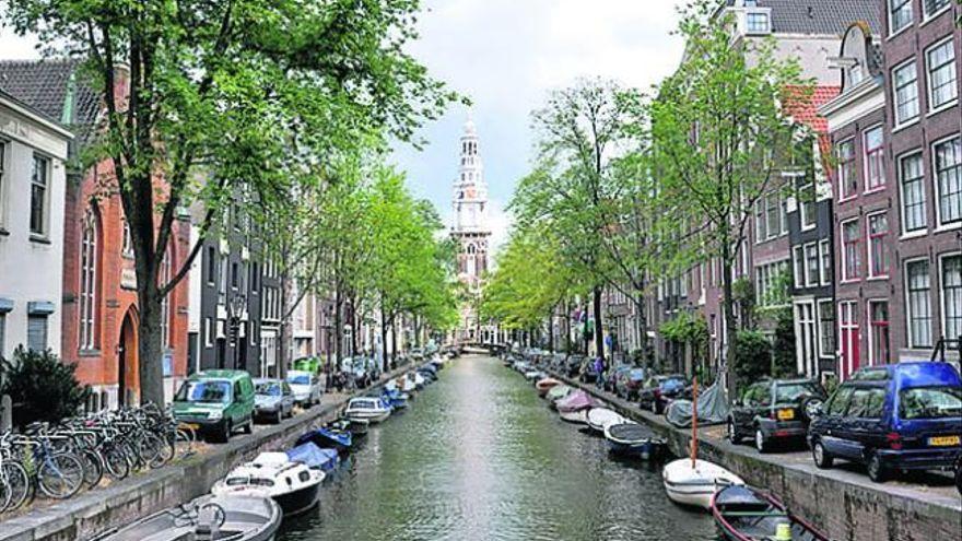 Vueling anuncia tres nuevas rutas entre Canarias y Ámsterdam