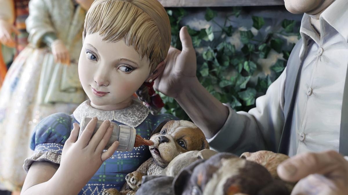 Detalle de la niña del Ninot Indultat.