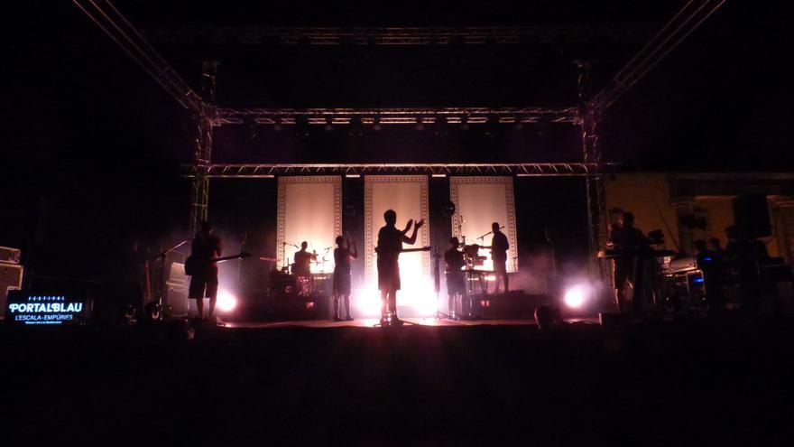 Oques Grasses van «petar-ho» a les Ruïnes d'Empúries en el marc del festival Portalblau de l'Escala