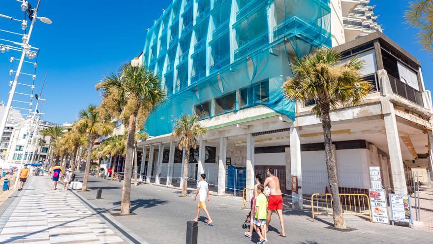 El PSOE exige cubrir la fachada del hotel Selomar hasta que se reforme