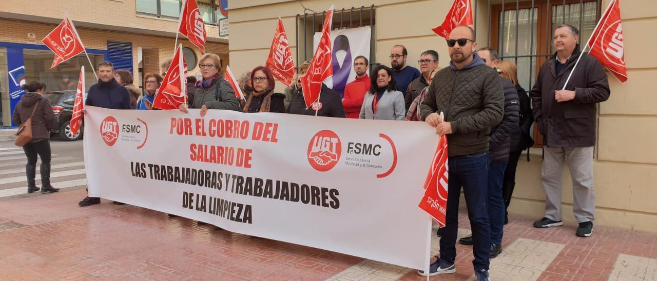 Una protesta por los retrasos en los pagos de la contrata de la limpieza