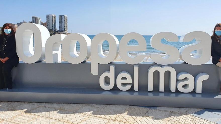 Orpesa potencia su marca turística con dos nuevos letreros en las playas