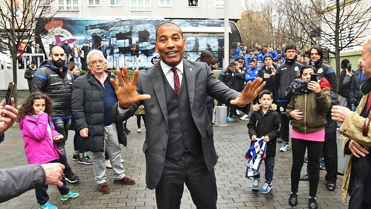 Mauro Silva, en la inauguración de una calle con su nombre, en abril de 2018. |  // VÍCTOR ECHAVE