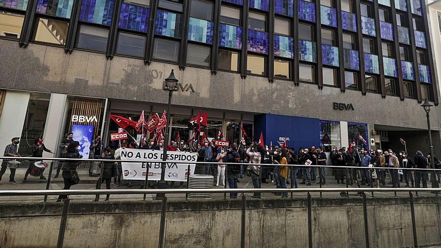 Trabajadores de BBVA se manifiestan en Palma por la ola de despidos