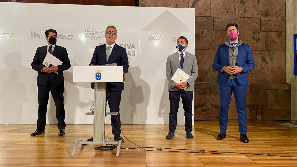 Ángel Víctor Torres informa de las nuevas restricciones en Tenerife.