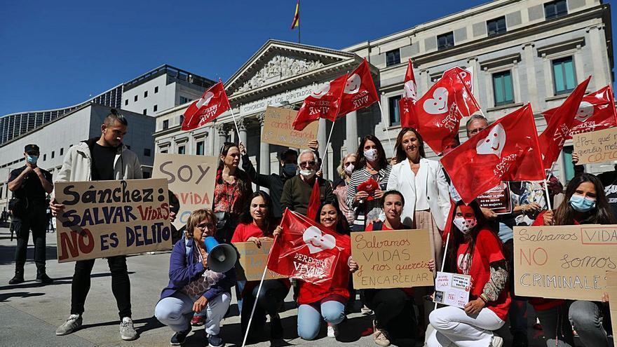 El Congreso, a favor de castigar con cárcel a quien acose a las mujeres que abortan