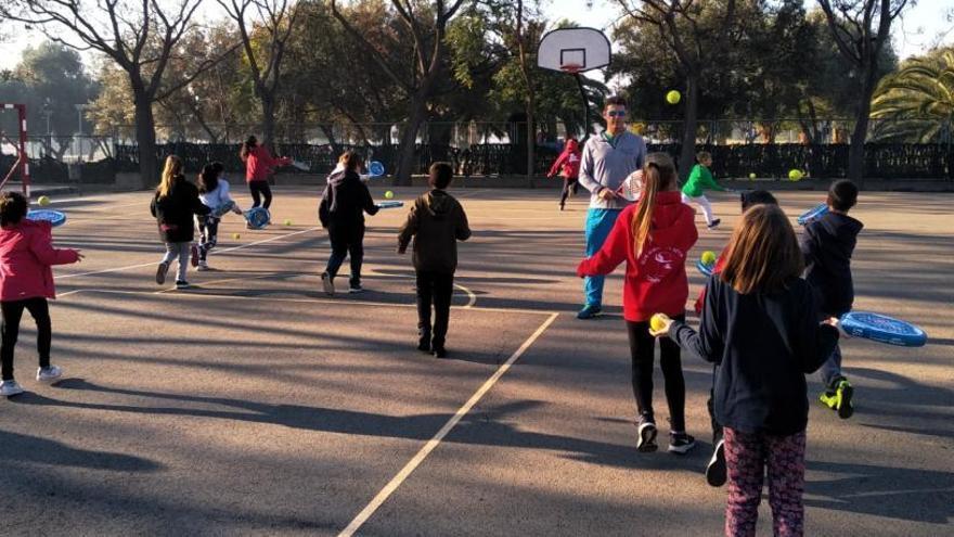 Casi 11.000 escolares se benefician de una hora más de educación física