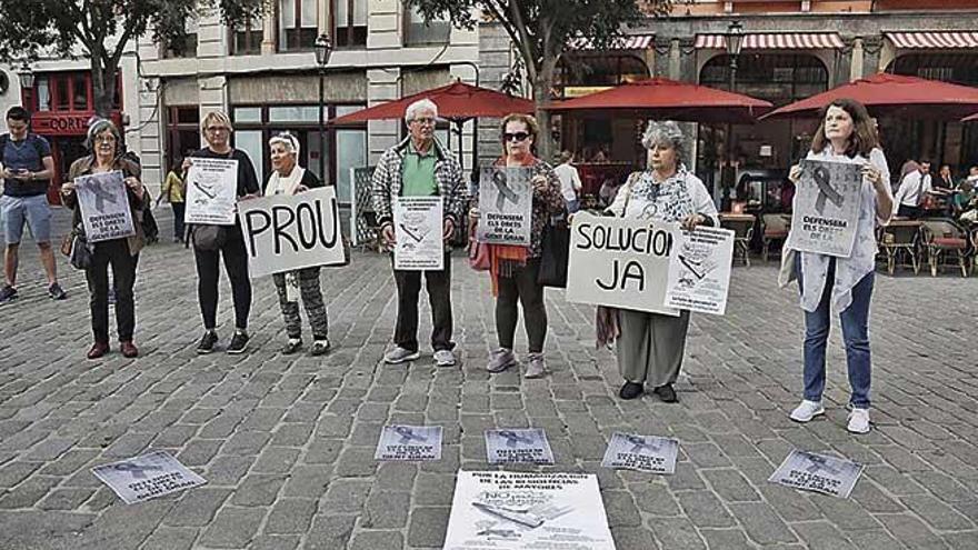 """Protesta contra la """"pésima y represiva"""" gestión de la residencia La Bonanova"""