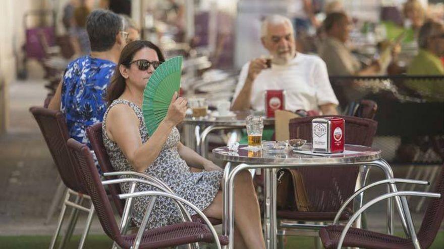 Vientos fuertes pero menos, posible calima y más calor el domingo en Canarias