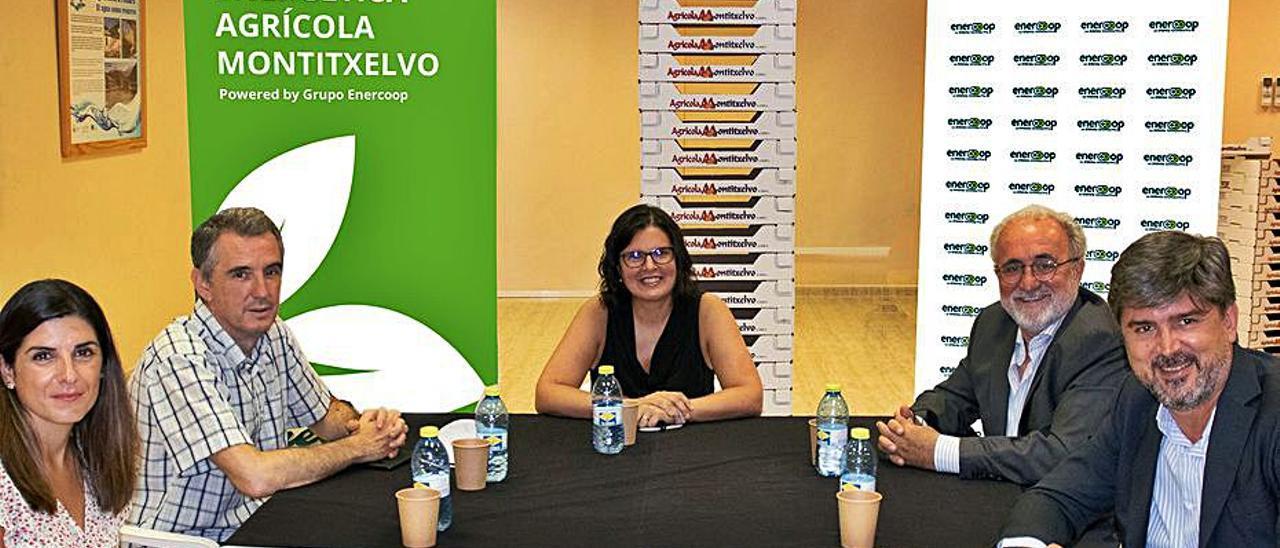 Momento de la firma del proyecto con Enercoop. | LEVANTE-EMV