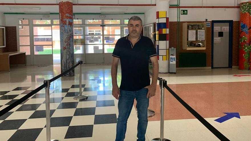 Pedro Alcaraz Giménez: «A diario recordamos por megafonía las normas, a los alumnos les cuesta»