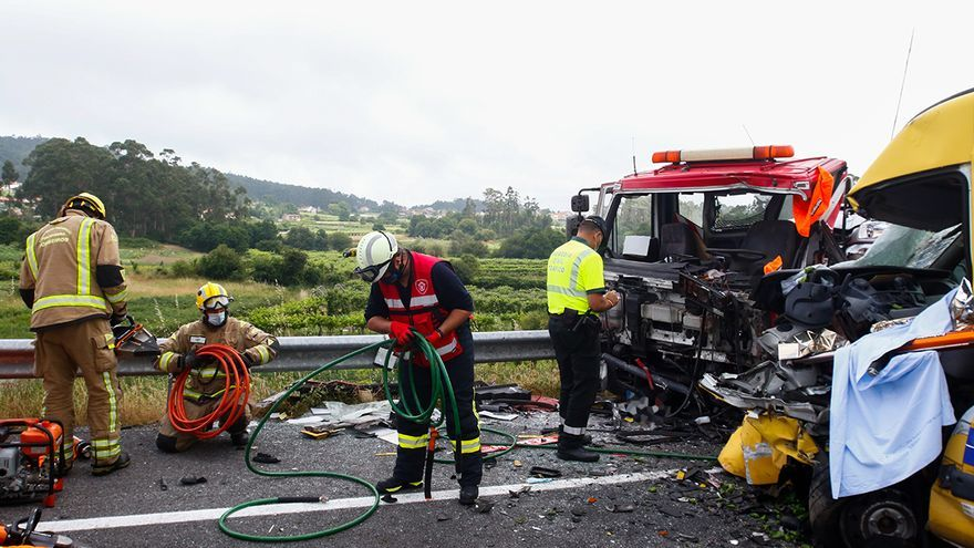 Un accidente en la vía rápida de O Salnés se salda con una persona muerta y un herido grave