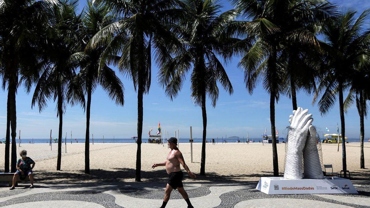 Río impone un toque de queda nocturno y cierra el comercio ambulante en sus playas