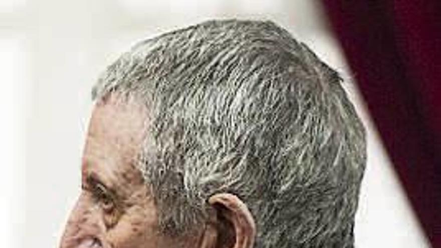Entierran en secreto en Riós al condenado por matar a su mujer en el hospital de Ourense