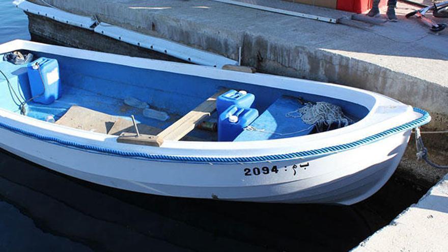 Localizan una patera con 23 personas a bordo en Cala Figuera