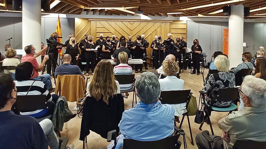 Puig-reig aplega més d'un centenar de persones al recital poeticomusical d'Òmnium