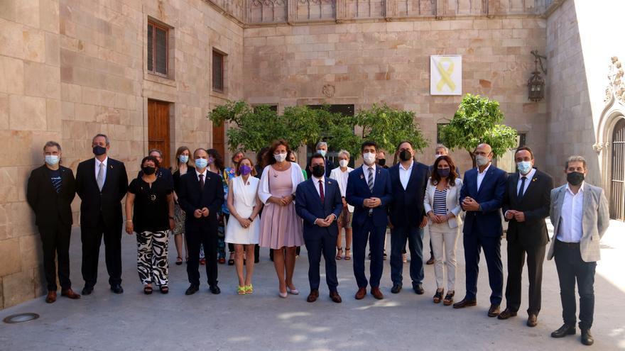 Aragonès rep els presos indultats a la Generalitat fent una crida a «perseverar»: «Avui res s'acaba»