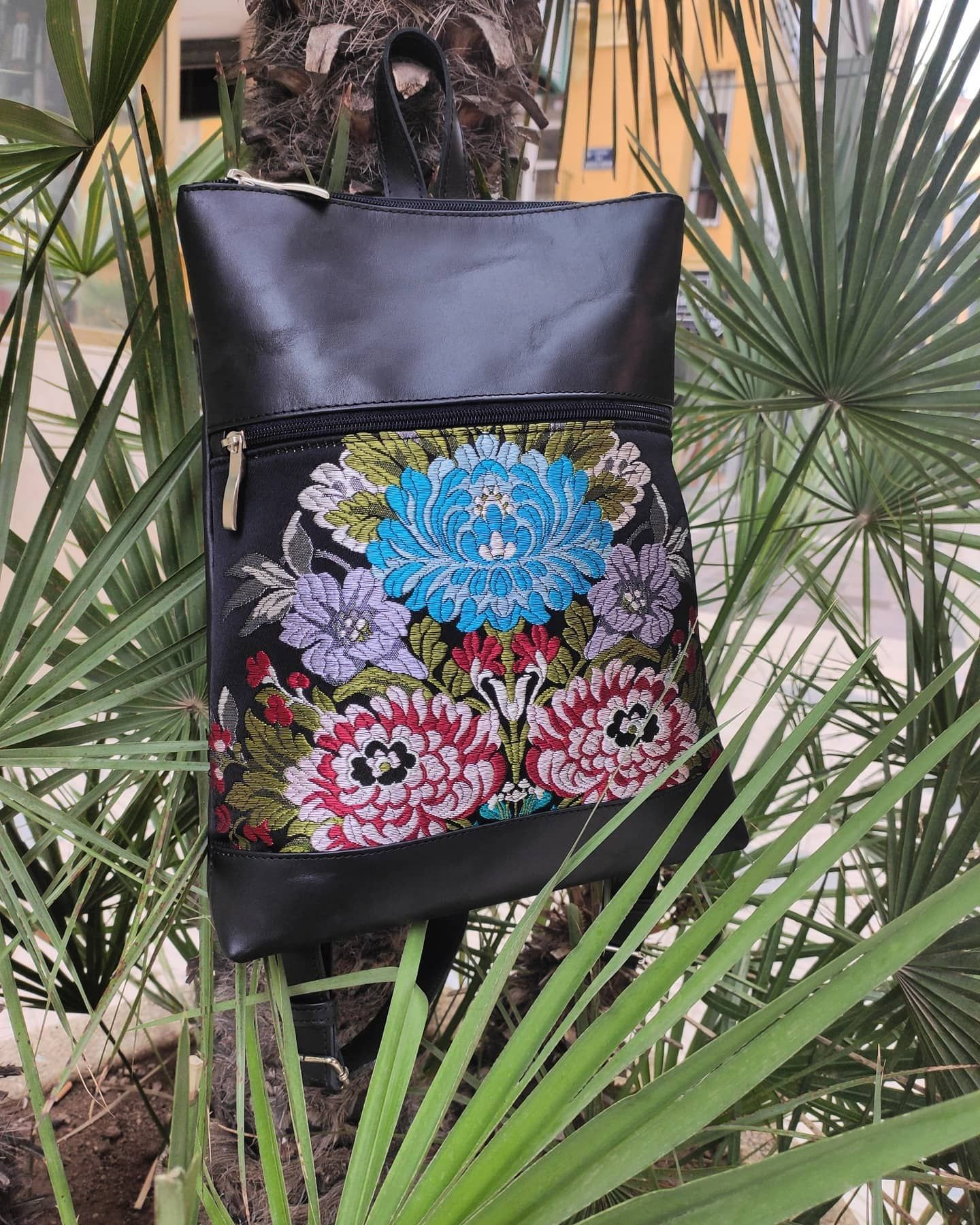 mochilas de piel combinada con tela original de fallera.