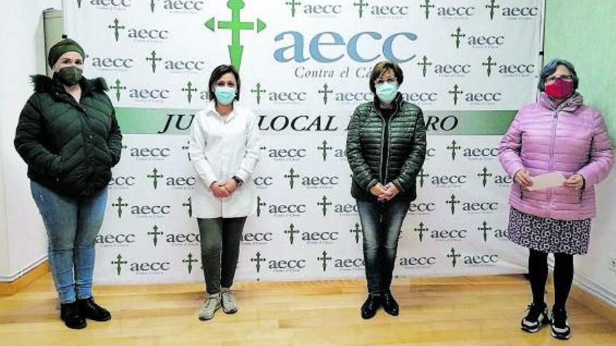 La cofradía de la Virgen de los Dolores dona 265 euros a la AECC de Toro