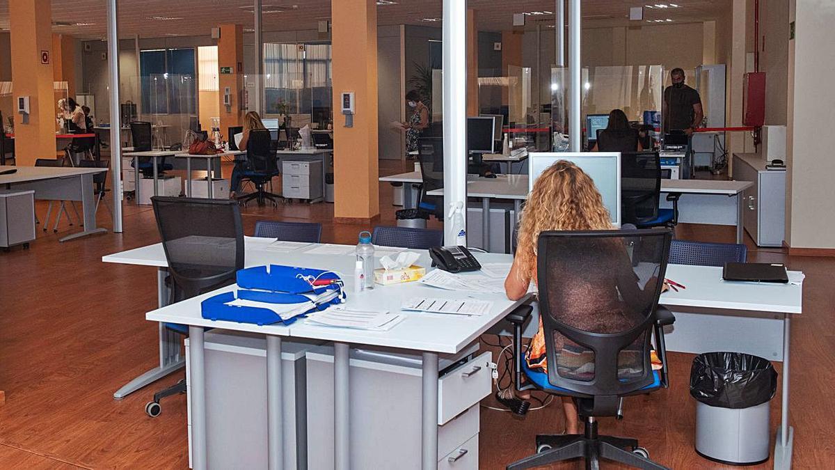 Trabajadores del Ayuntamiento de Telde en sus nuevas instalaciones.