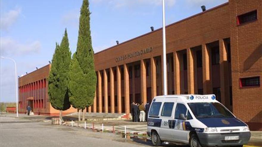 12 reclusos y 5 funcionarios están aislados tras dar positivo un interno en la cárcel de Badajoz