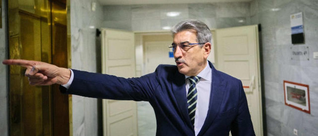 Canarias acumulará a final de año 1.750 millones que no puede gastar