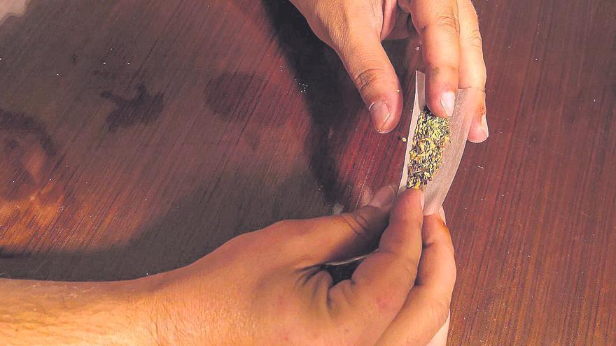 """La perversa """"buena"""" fama del porro: 70 jóvenes zamoranos adictos a la marihuana"""