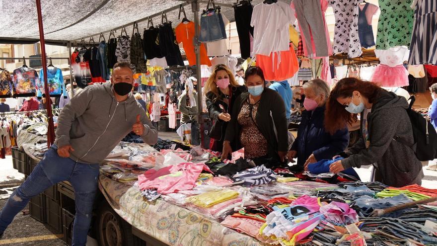 El mercado de los miércoles vuelve a la plaza del Ayuntamiento de Burjassot
