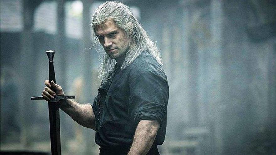 'The Witcher': Netflix juega con espadas y brujería