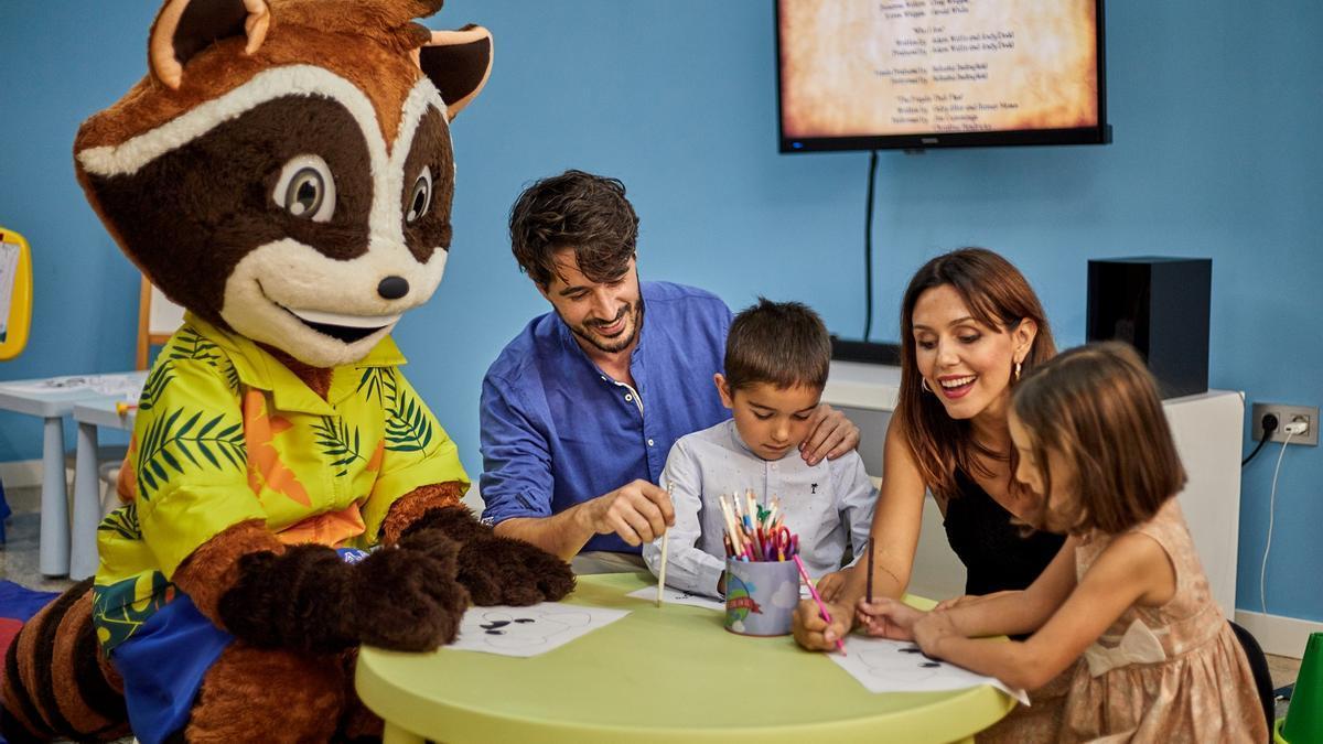 Los más jóvenes podrán disfrutar del verano en el club infantil de Sandos Benidorm Suites.