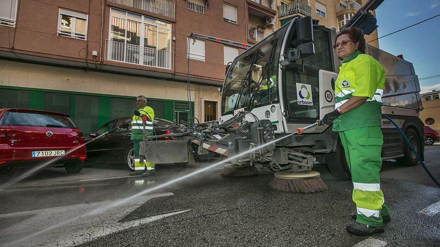 El Ayuntamiento de Elche espera que la contrata de limpieza acorte los plazos y arranque en primavera